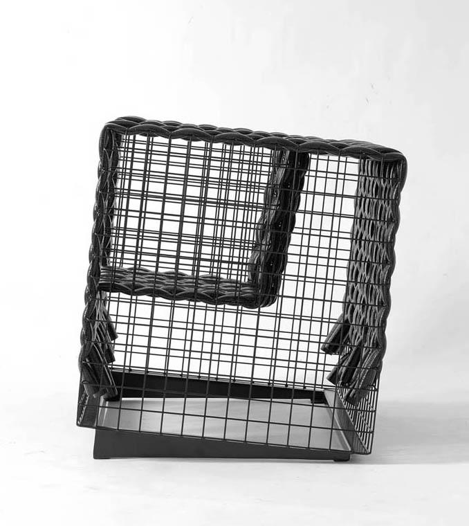 img-on-armchair-003
